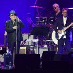 Van Morrison، Eric Clapton آهنگ ضد قفل اعلام کردند