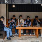 این فروشگاه ژاپنی 1020 سال قدمت دارد.  این کمی درباره زنده ماندن در بحران ها می داند.
